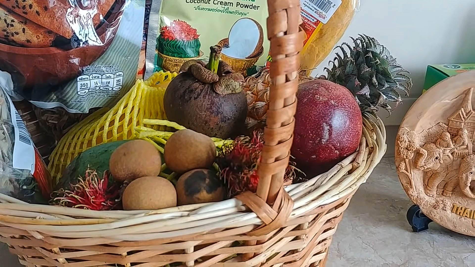 Что привезти из таиланда. какие фрукты, косметику, лекарства и чай. что привезти в подарок. отзывы туристов.