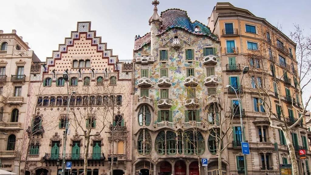 Дом Амалье в Барселоне – прекрасный образец гармоничного сочетания неоготики и модерна