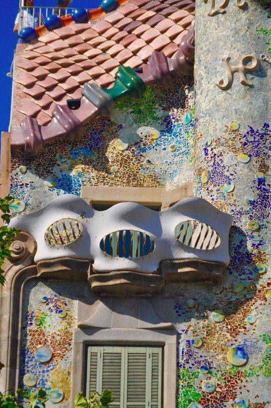 Каса-батльо (casa batllo) — знаменитое творение антонио гауди в барселоне