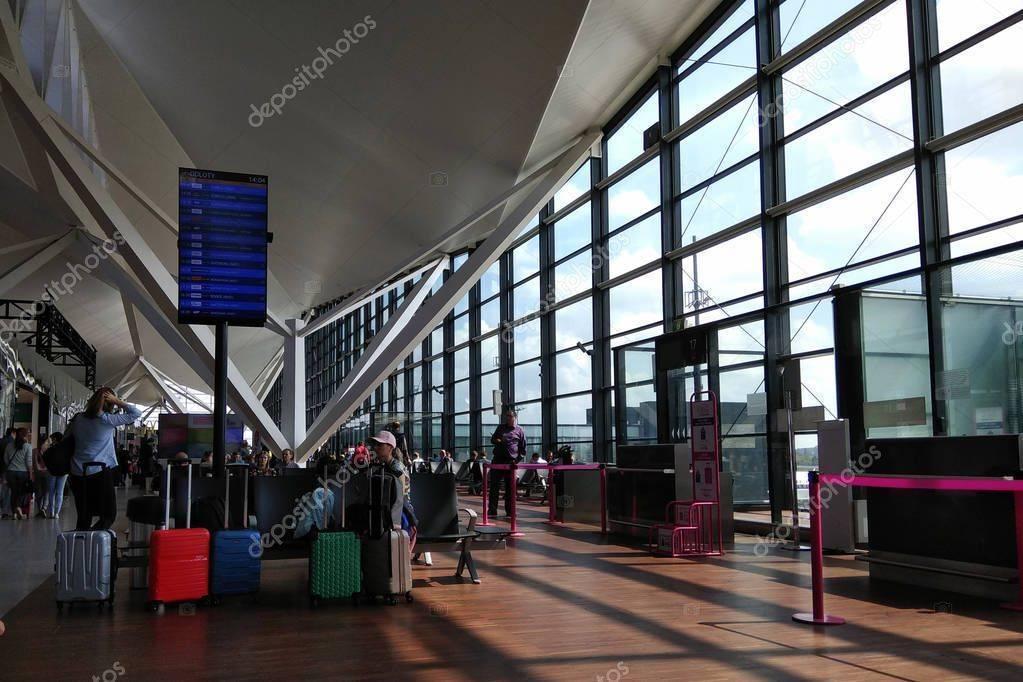 Об аэропорте гданьска имени леха валенсы и про вылет из него