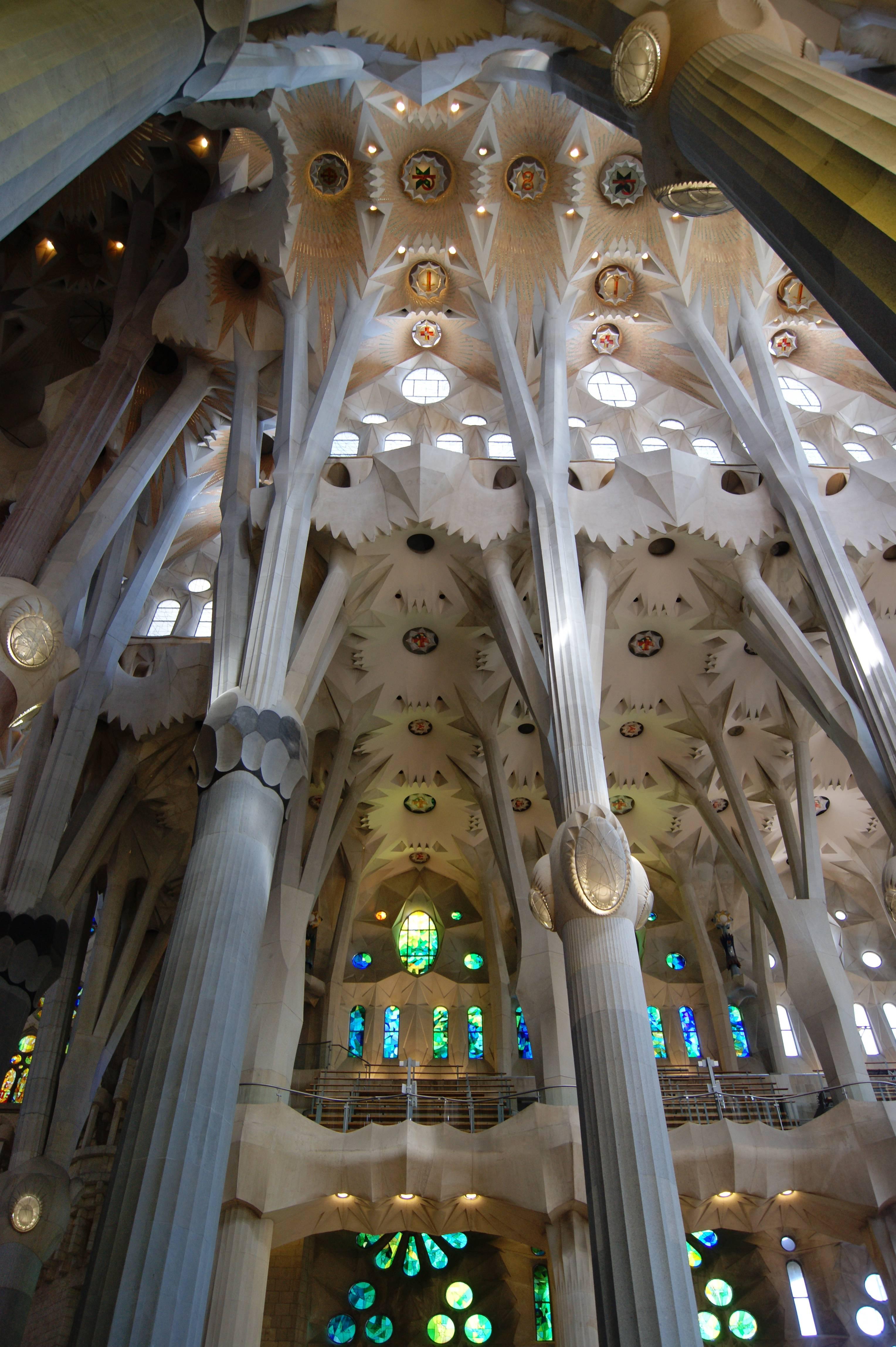Храм святого семейства в барселоне (испания)