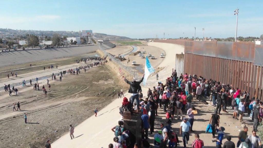 Пересечение границы мексики и сша - эммигрант