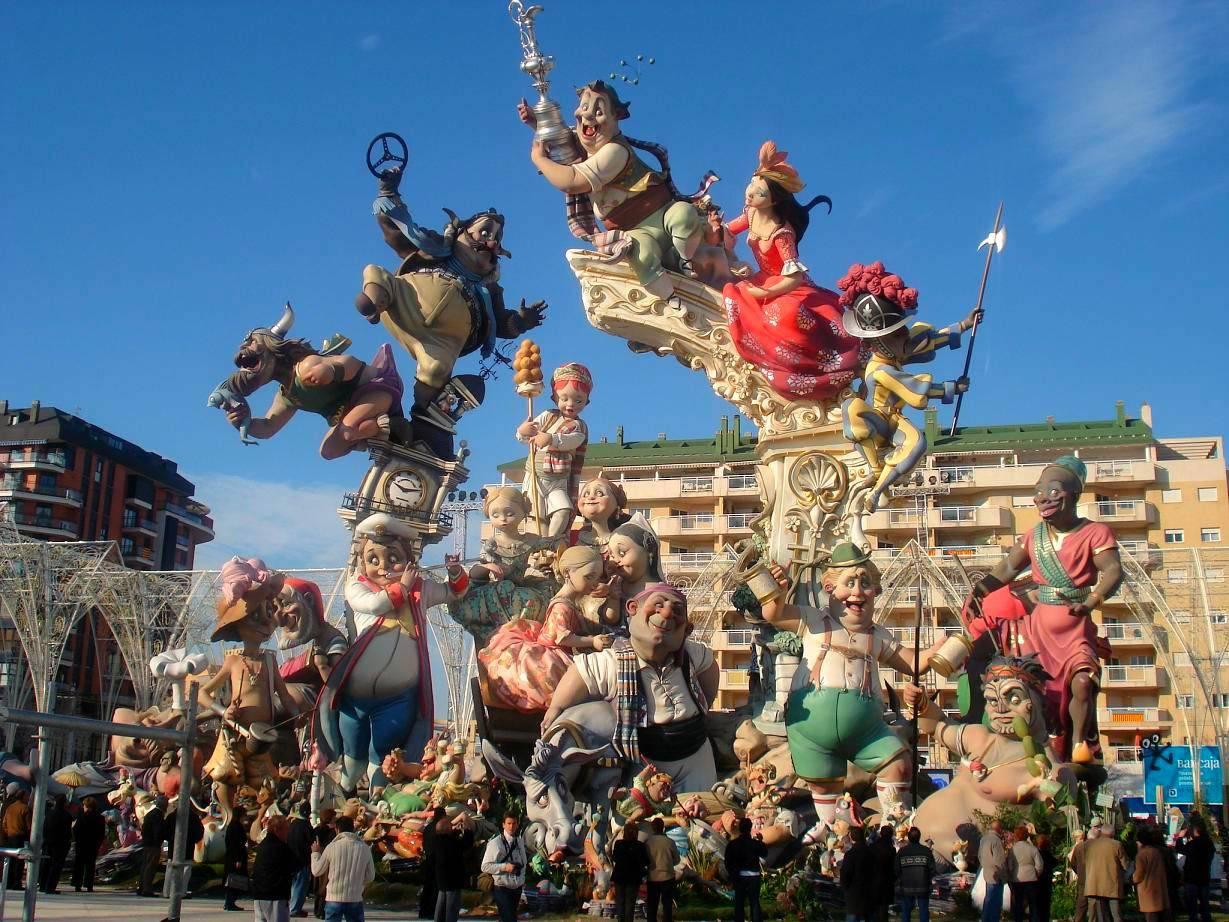 Карнавалы в испании: происхождение, история и особенности