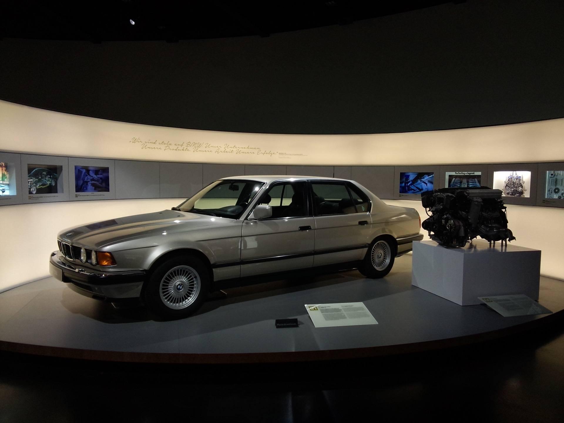 Музей бмв в мюнхене. музеи мюнхена. музей бмв в мюнхене, фото