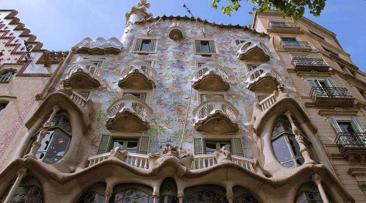 Дом бальо в барселоне (casa batllo) - самое дерзкое творение гауди