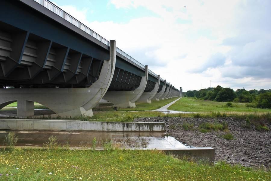Магдебургский водный мост, его история и аналоги