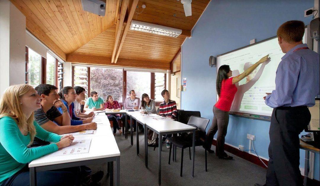 Где учить английский язык бизнесменам — в России или за рубежом