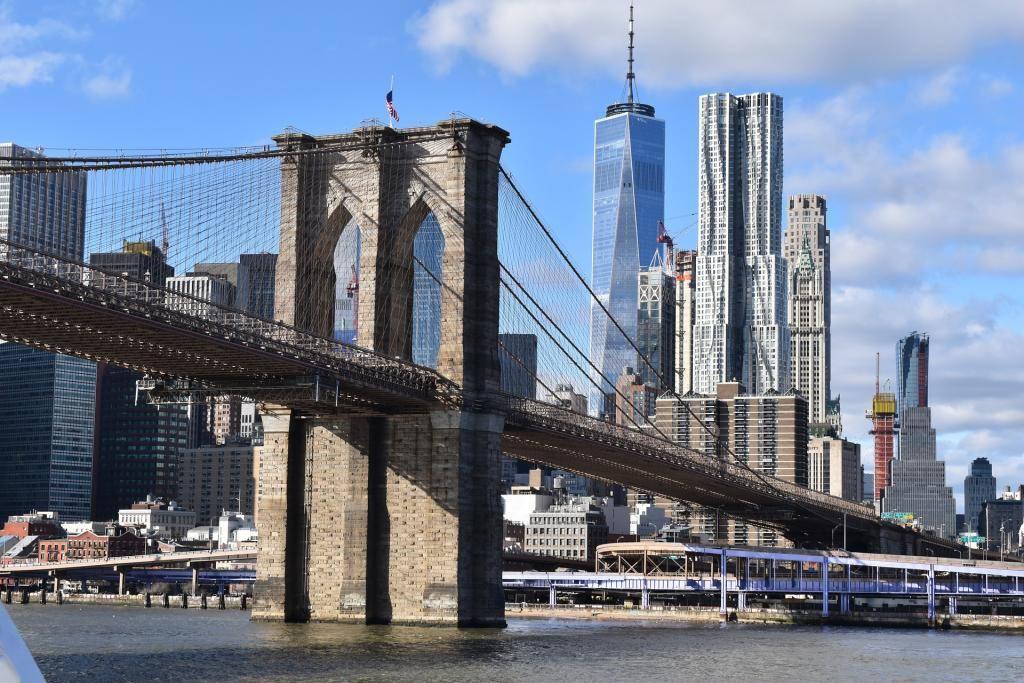 Архитектурное чудо в нью-йорке — бруклинский мост. история открытия и интересные факты