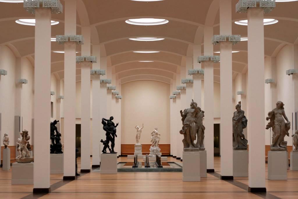 Новая национальная галерея в городе берлин