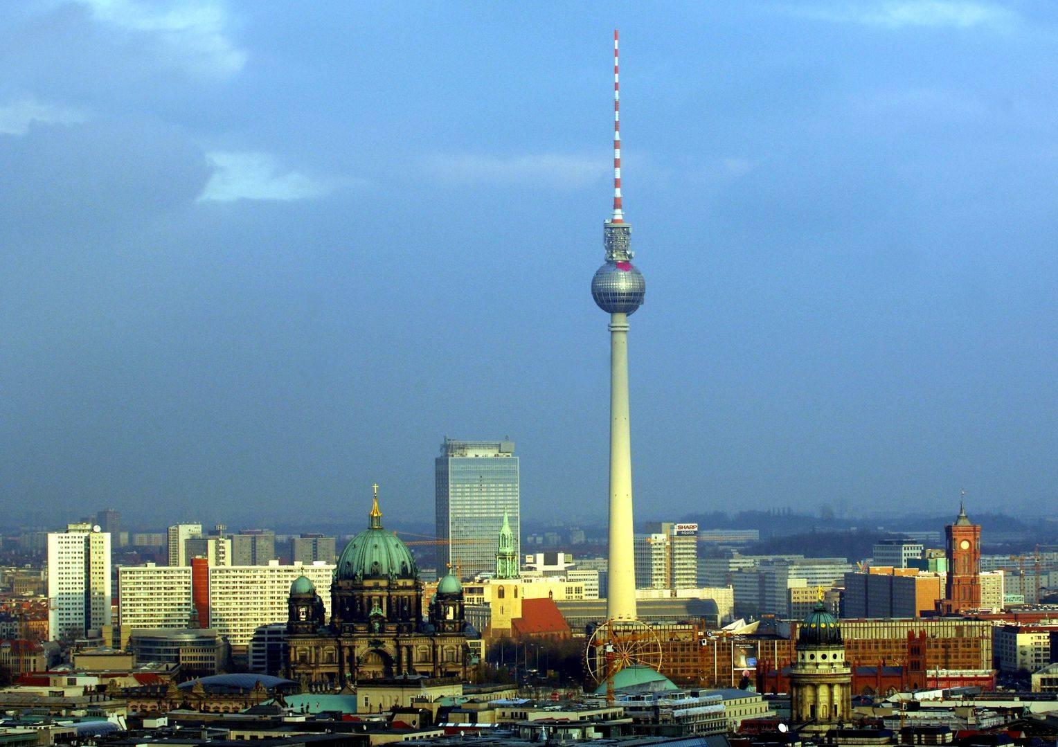 Берлинская телебашня (fehrnsehturm berlin)