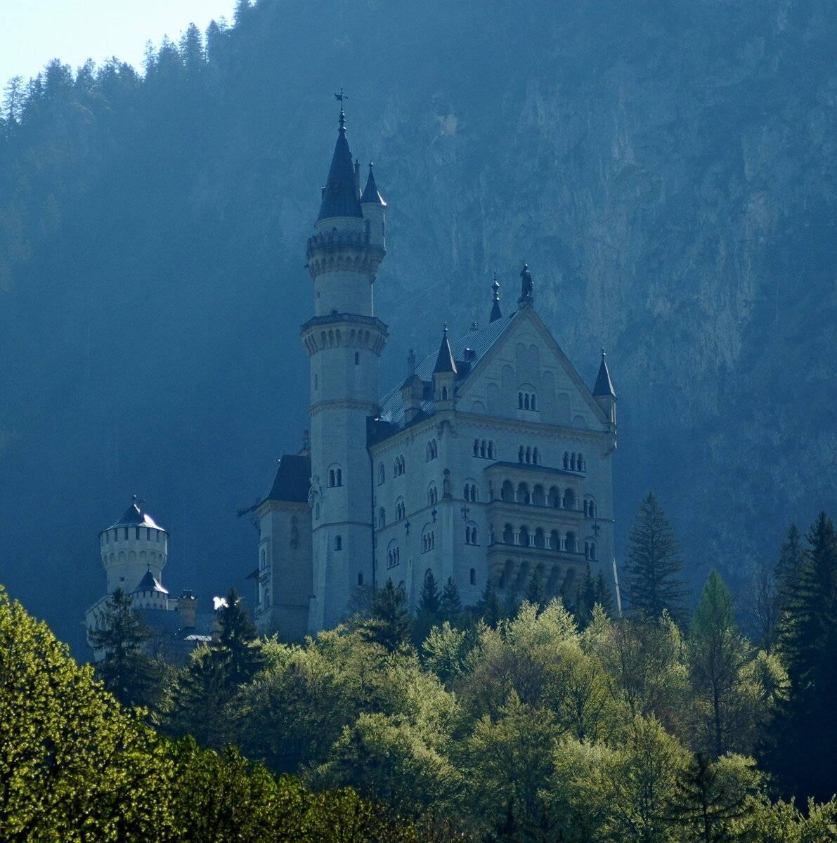 Сказочный замок безумного короля нойшванштайн сказочный замок безумного короля нойшванштайн