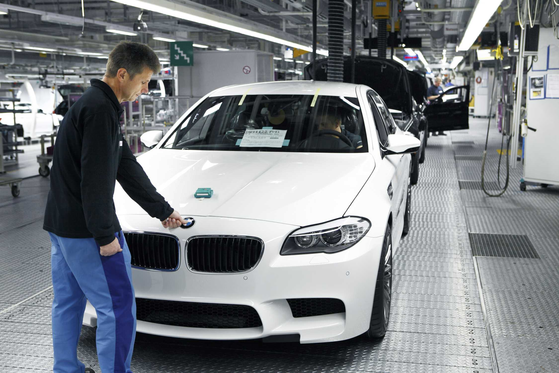 Экскурсия на завод bmw: как собирают легендарное авто