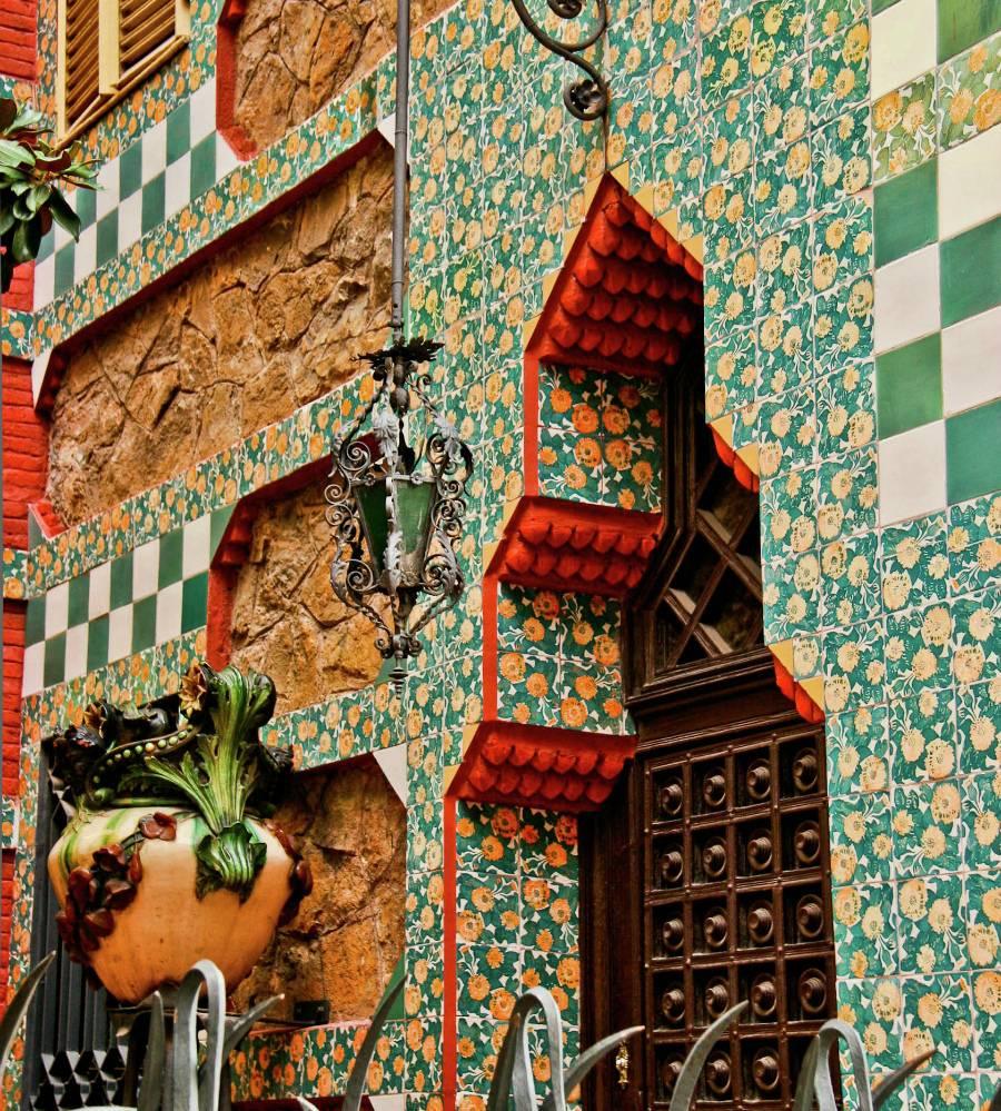 Дом висенс – первый особняк гауди в барселоне