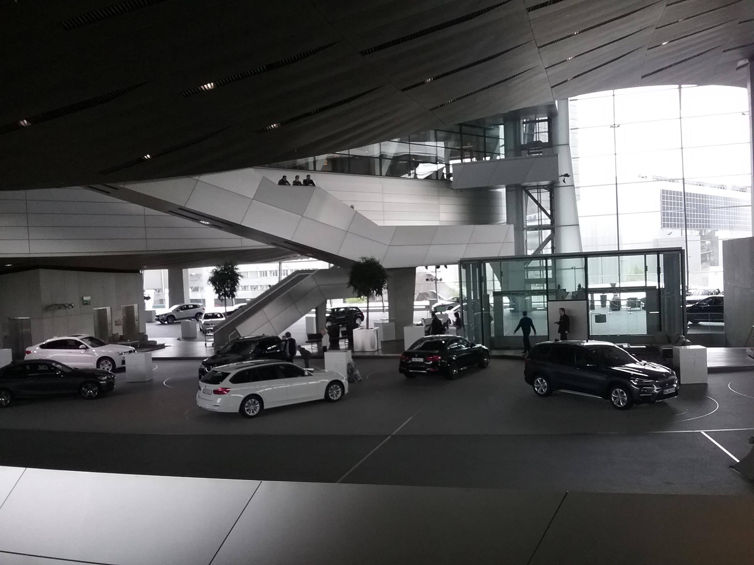 Мир и музей bmw (bmw welt und museum)