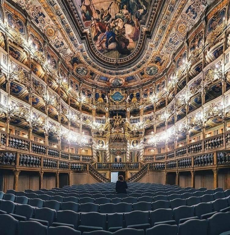 Весь мир — театр: 10 интерьеров самых красивых театров мира