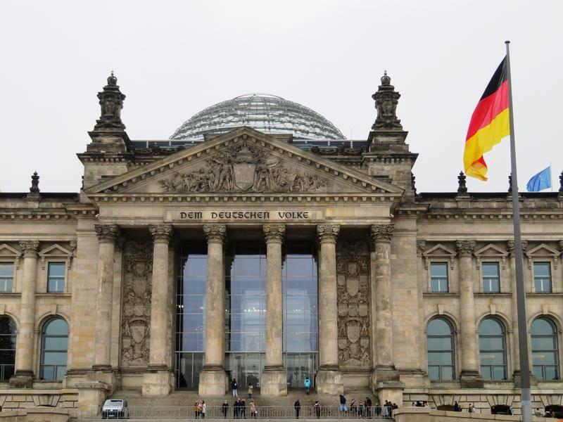 Рейхстаг – здание немецкого парламента и главная берлинская достопримечательность