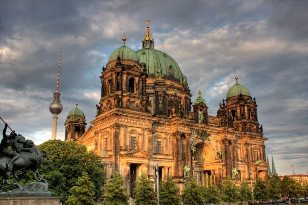 Разнообразие культурно-религиозного наследия: храмы, соборы и мечети в Берлине