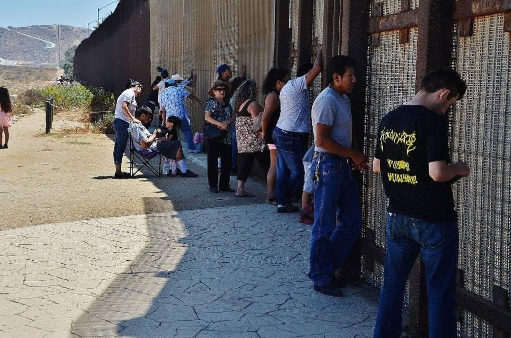 """Что представляет собой мексиканский аттракцион """"незаконная эмиграция"""""""