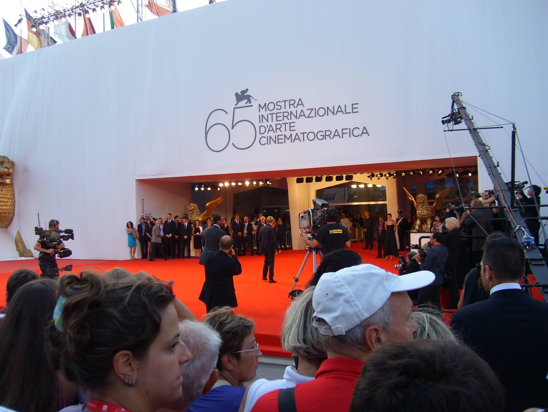 Кинематографическая общественность надеется на проведение Каннского и Венецианского фестивалей