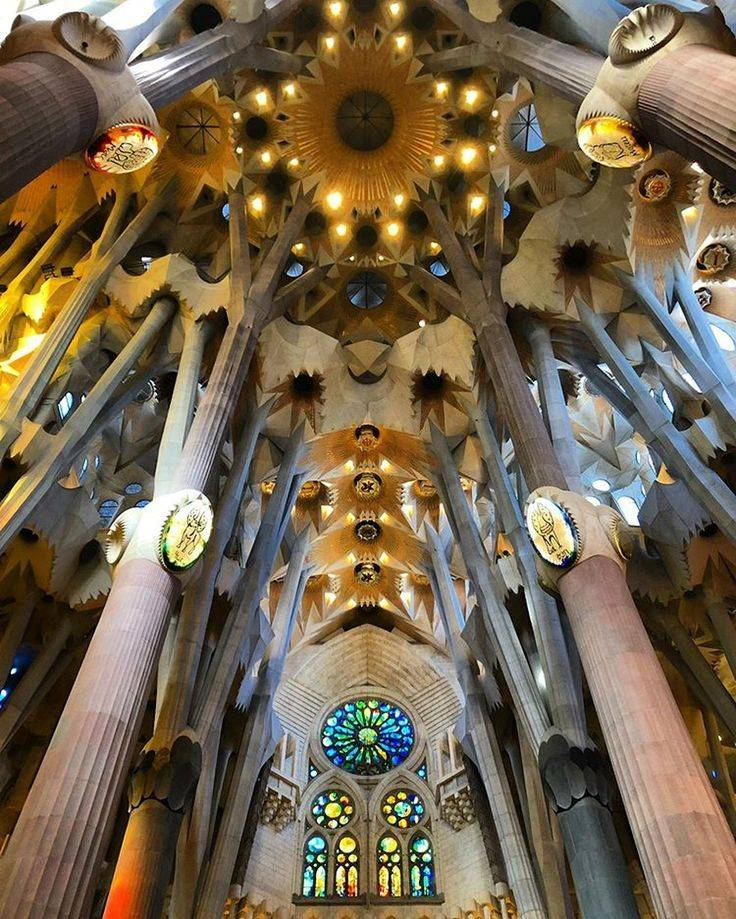 Фасады страстей и славы собора саграда фамилия