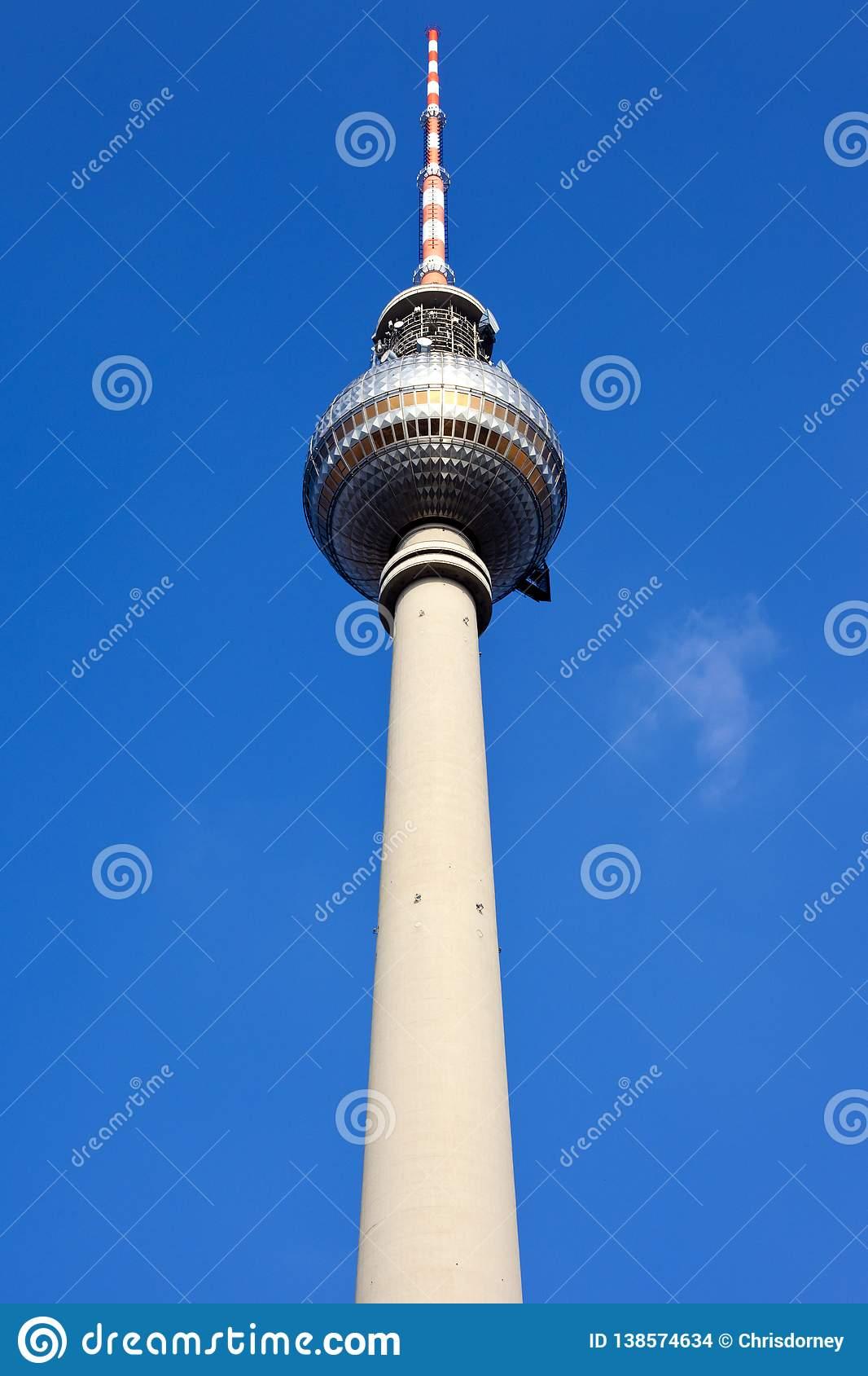 Берлинские часы мира – символ мира, свободы и единения