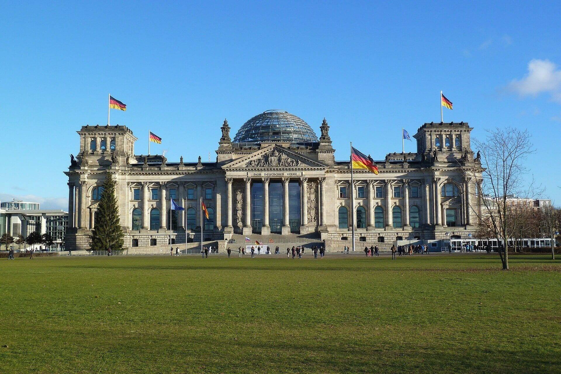 Здраствуйте, как в берлине добраться с центрального вокзала до центра где находяться основные достопримечательности города? 3 ответа. туристер.ру