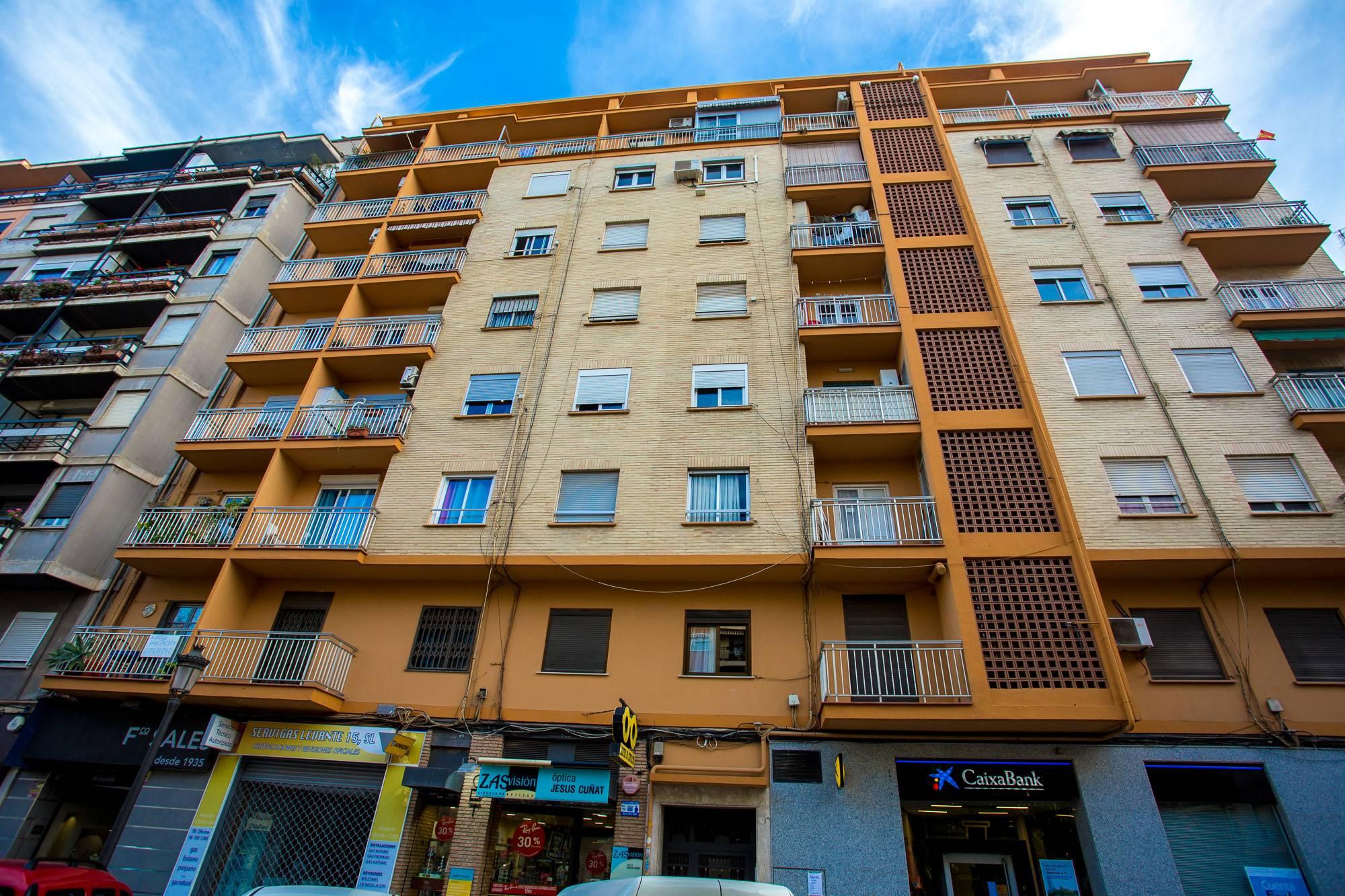 Переезд в испанию: жилье, работа, программы иммиграции