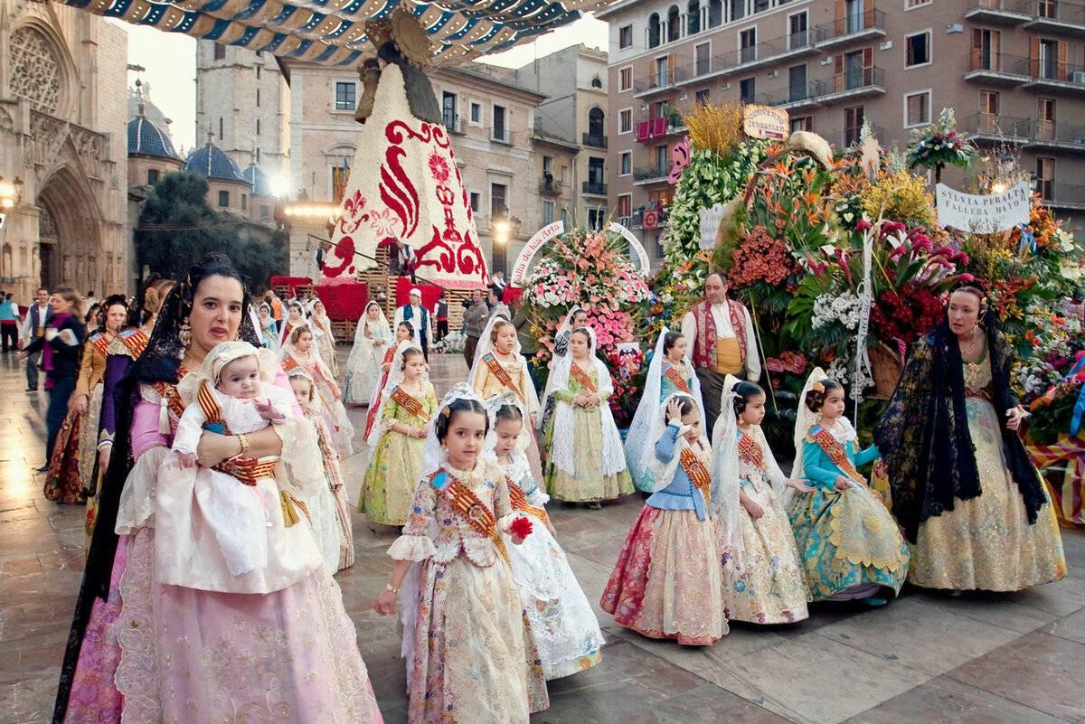 Гори оно: как в валенсии отмечают праздник фальяс | статьи | известия