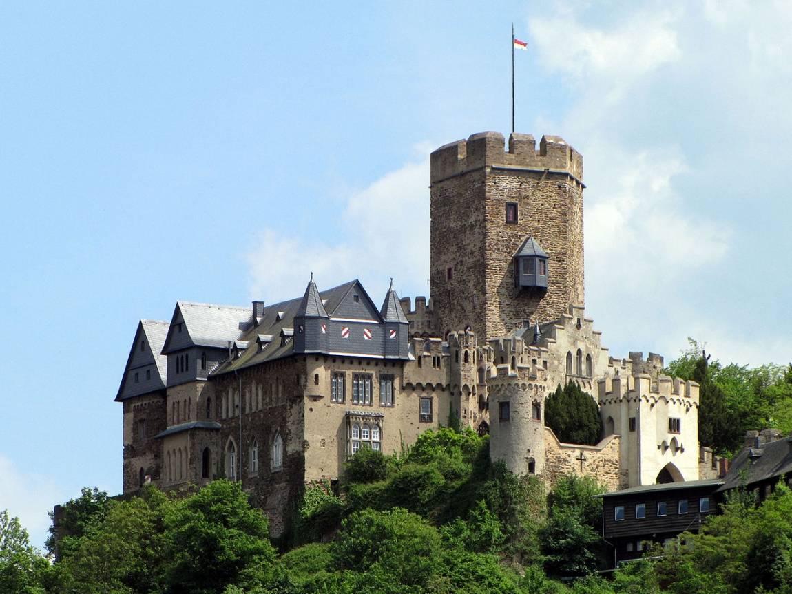 Нойшванштайн: история и обзор средневекового замка в баварии