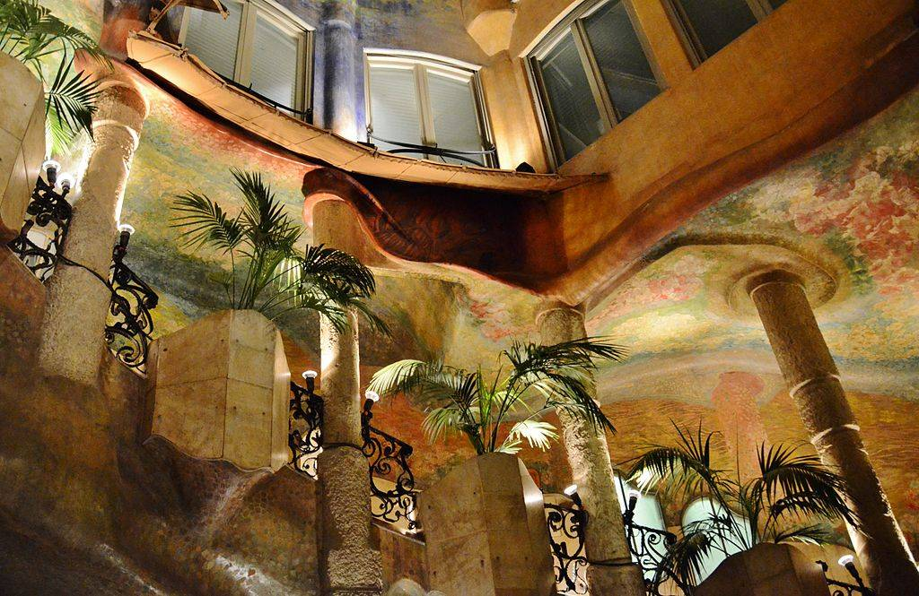 Уникальный дом мила в барселоне - легендарная «каменоломня» гауди