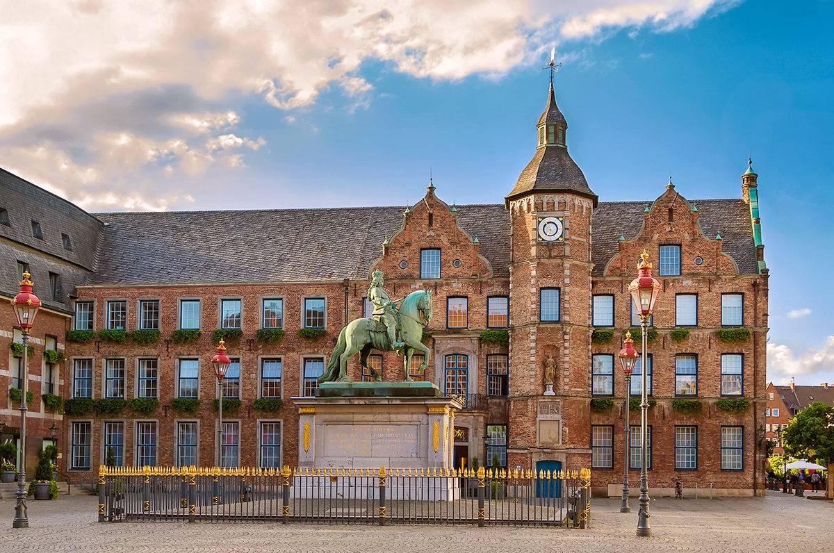 Дюссельдорфская ратуша википедия