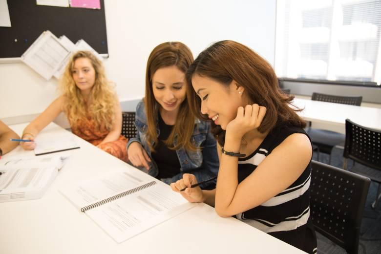 Работа со знанием языков: 10 способов сделать карьеру