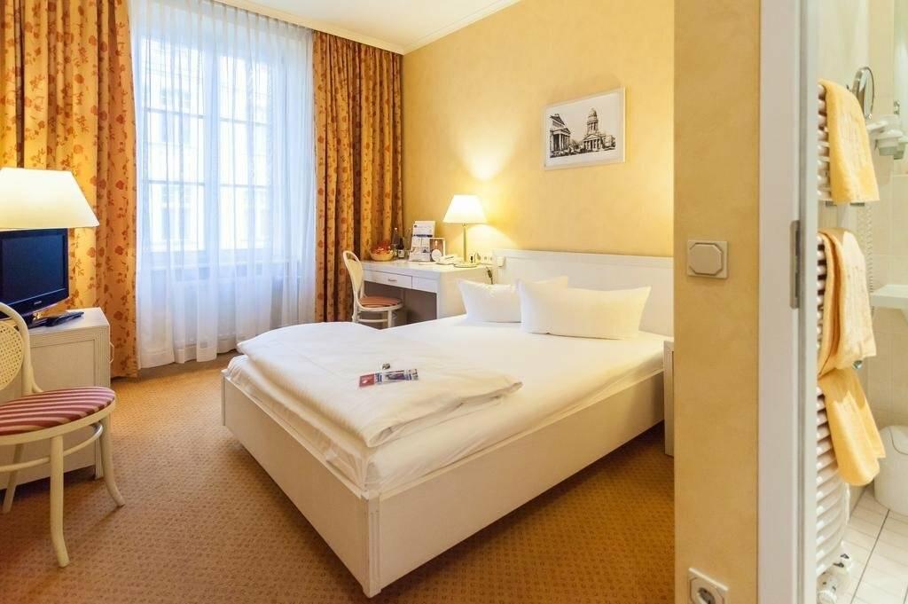 Недорогие отели в берлине. бронь дешевых гостиниц берлина со скидками до 40% - orangesmile.com
