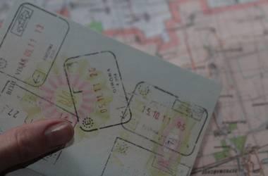 Какие документы нужны для выезда за границу из украины по безвизу и сколько нужно иметь денег с собой при въезде в польшу и другие страны ес?