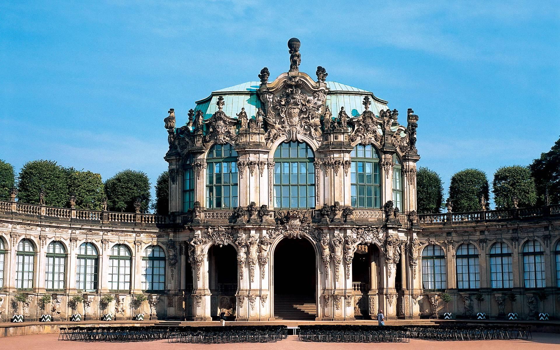 Цвингер в Дрездене – памятник барокко Германии