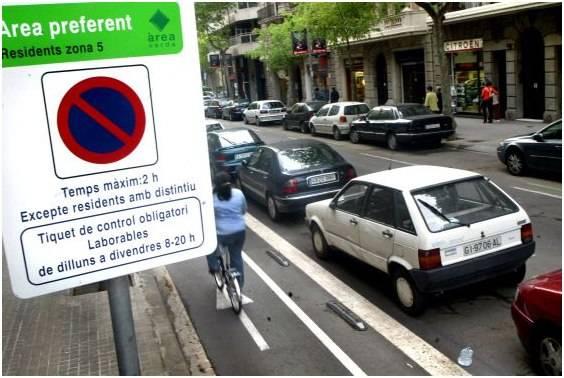 Знак «зона парковки»: о чем говорят дополнительные таблички?