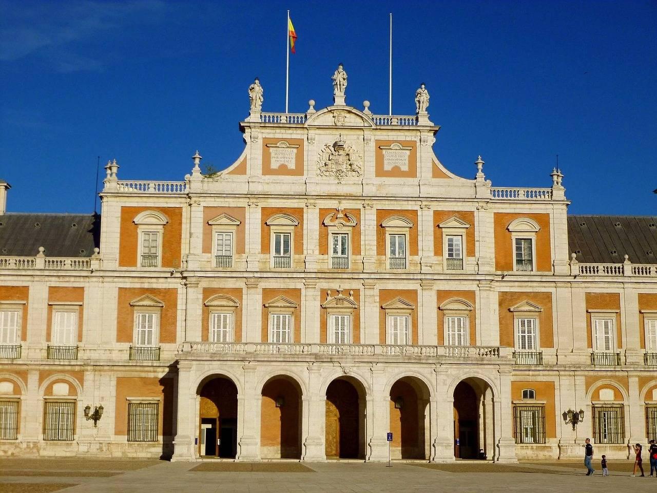 Королевский дворец в мадриде: где находится восточный дворец, история, фото интерьера
