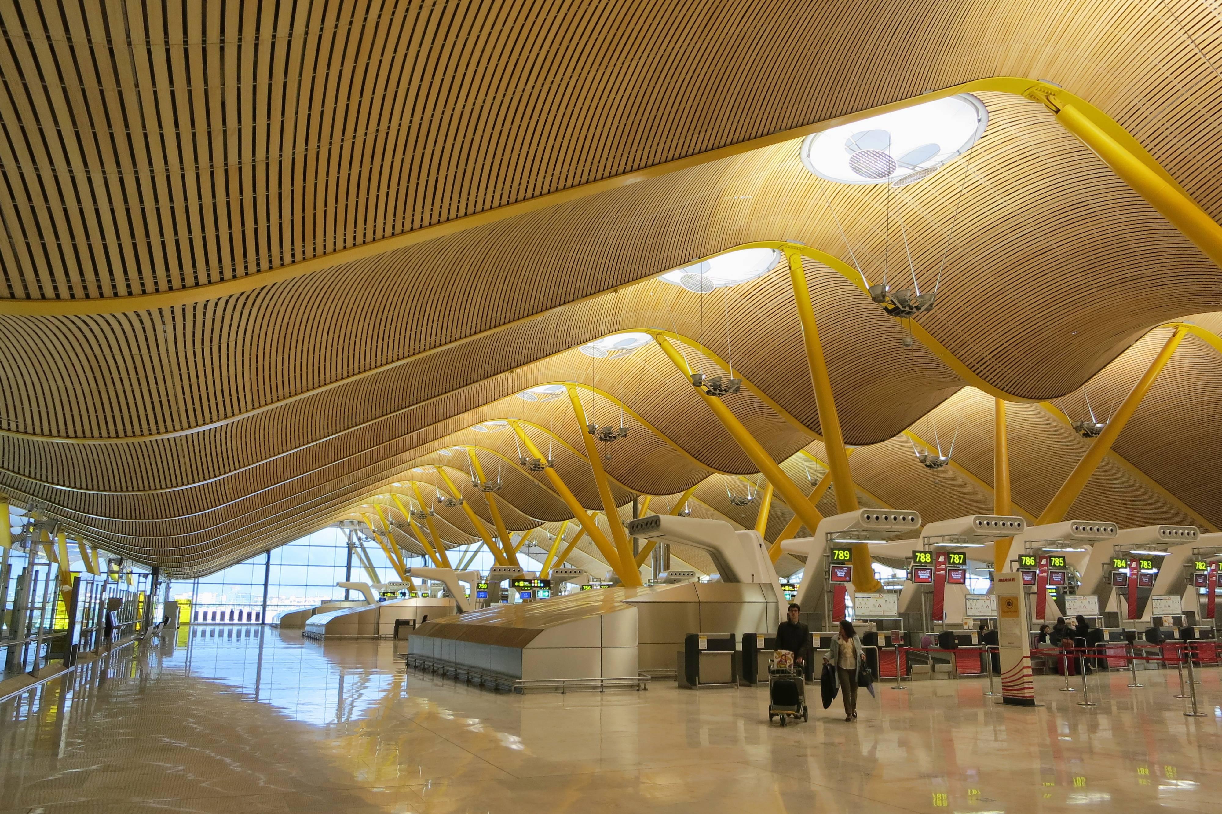 Международный аэропорт мадрид барахас: схема терминалов, табло прилета и вылета, гостиницы и аренда авто.