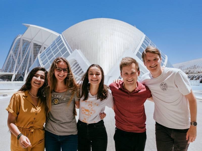 Летние школы в испании: языковые курсы при университетах