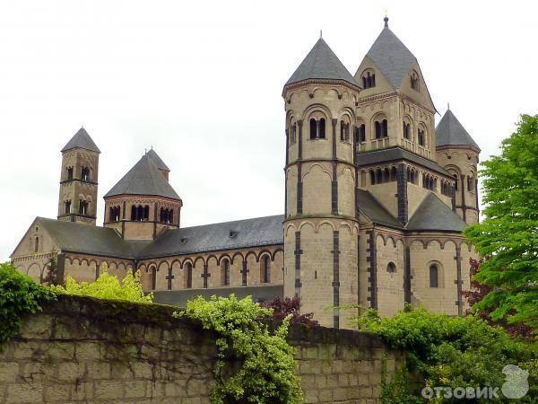 Лаахское аббатство википедия