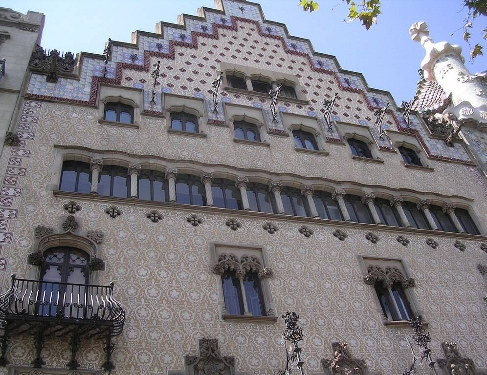 Дом бальо – самое необычное здание в барселоне