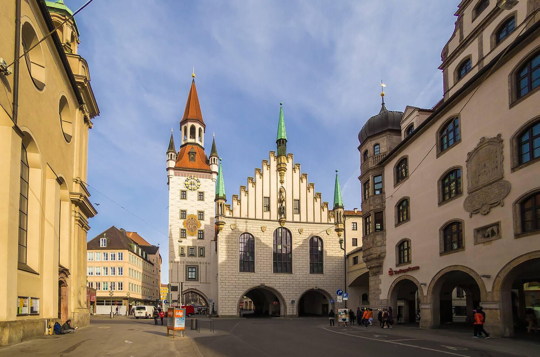 Старая ратуша (нем. altes rathaus) в мюнхене. фото