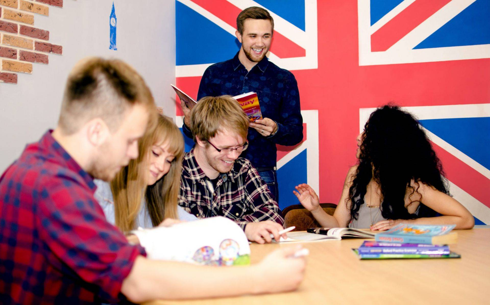 Кем работать со знанием языков: 10 крутых профессий