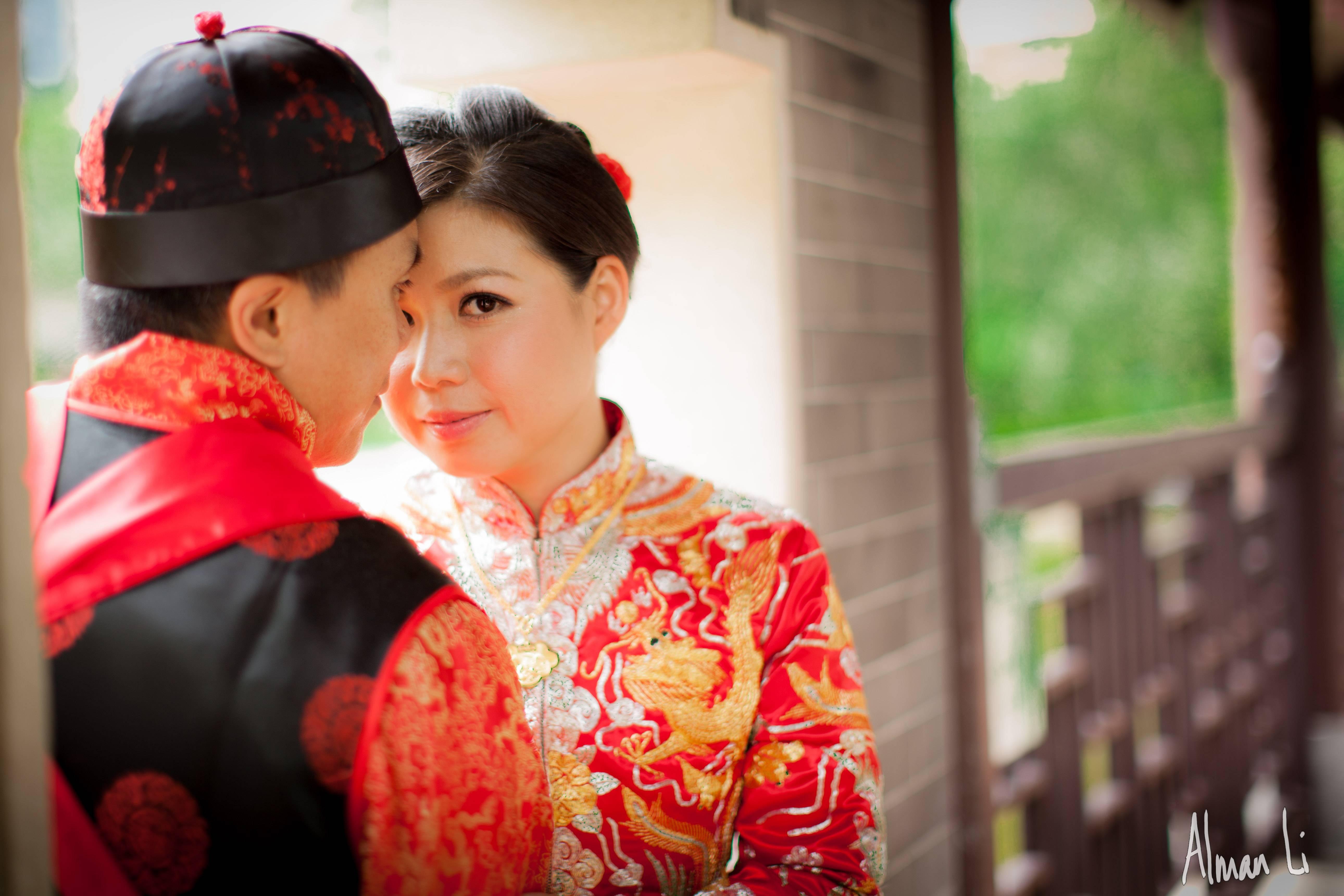 """Презентация на тему: """"китайская свадьба. в китае свадьба – это «красный» праздник, потому что центральным цветом китайской свадьбы является именно красный цвет. красного цвета."""". скачать бесплатно и без регистрации."""