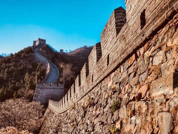 Зачем и почему построили великую китайскую стену, кто ее строил? причины и история возведения