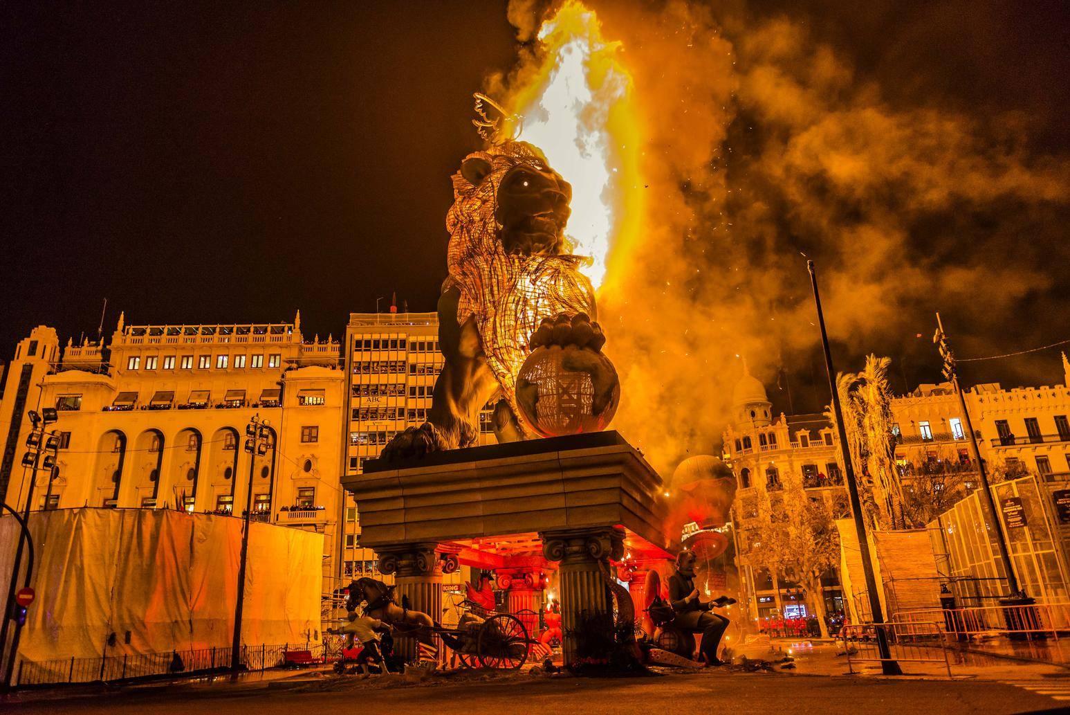 Лас фальяс— огненное действо в валенсии
