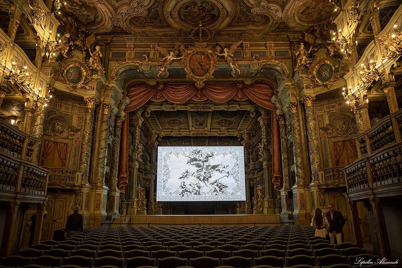 Самые удивительные необычные театры мира