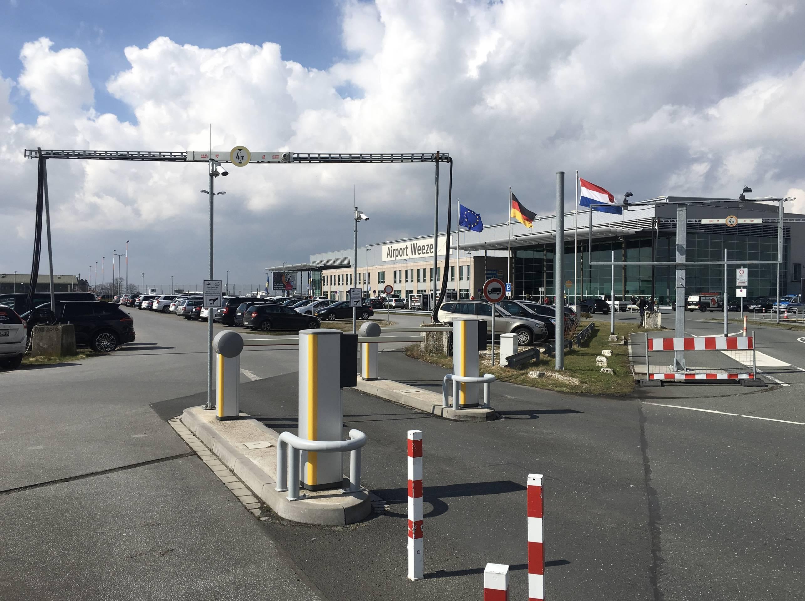 Bus - airport weeze - flughafen
