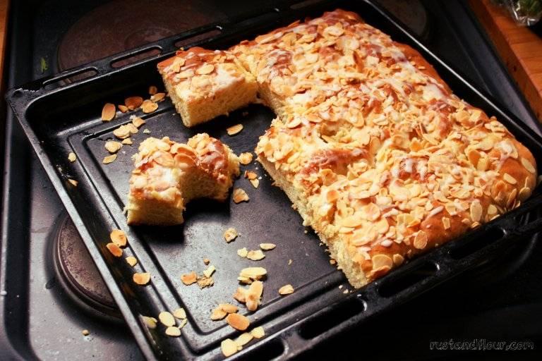 «штройзель кухен» — нежный кокосовый немецкий пирог