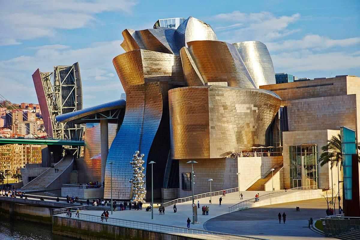 Удивительный музей Гуггенхайма в Бильбао